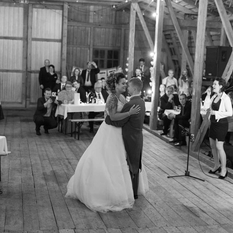 Ensimmäinen tanssi avioparina Marttilan Tinkissä