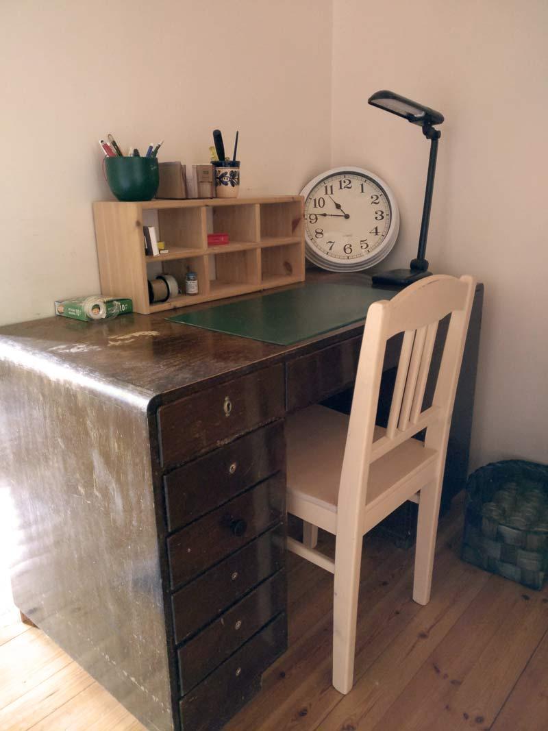 Mummin mökki Marttilan tilalla vanha kirjoituspöytä